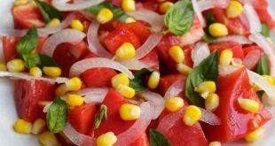 Pomidorlu qarğıdalı salatı